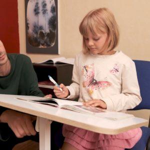 Складной стол для ноутбука на колесиках с регулировкой высоты и угла наклона столешницы